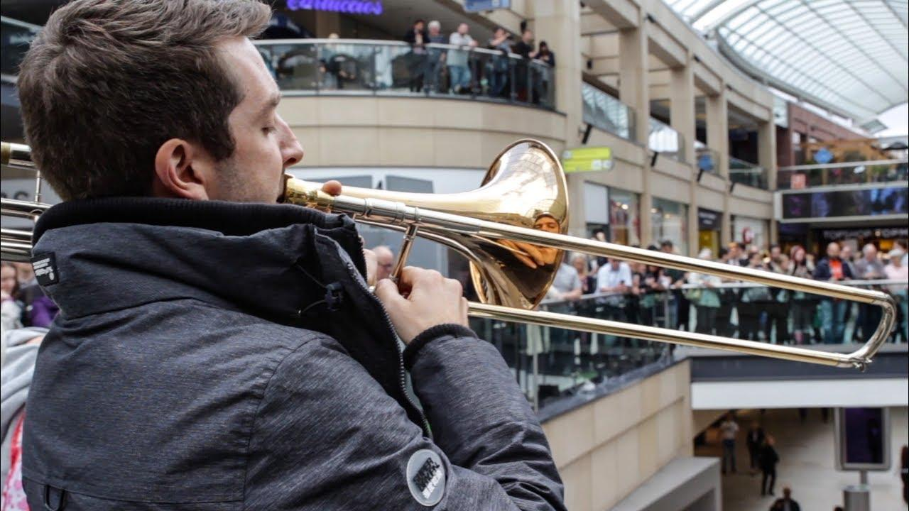 A surprise performance of Ravel's Bolero stuns shoppers!